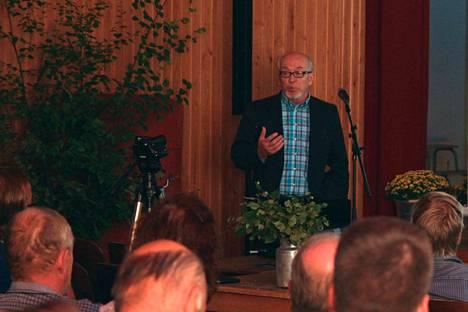 Sakari Möttönen esitteli tutkimustulokset yli 50-päiselle yleisölle Multian työväentalolla torstaina.
