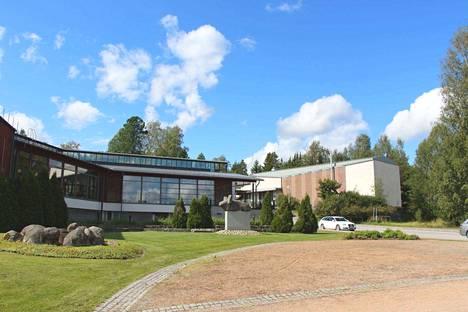 Kymmenen vuotta tyhjillää ollut Kuvanäyttämö kuuluu kaavassa kortteli 97, joka ulottuu Mäkisen rannasta Keuruuntielle asti. Alueen kaava on vuodelta 1961, mutta uusia kaavaideoita on olemassa.