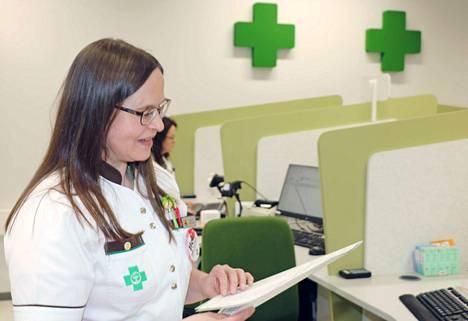 Mäntän apteekin apteekkari Marja Lehtonen kertoo, että on saatu lisäkapasiteettia lääkkeiden kotiinkuljetusta varten.