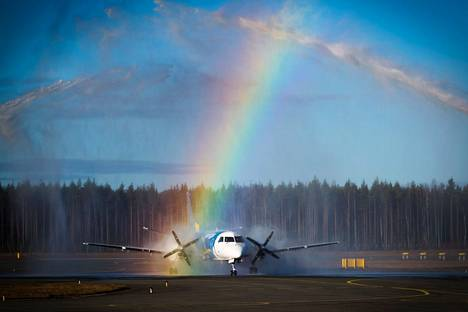 Porin lennot - keskustelu käy kaikissa väreissä.
