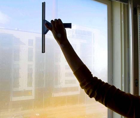 Selvästi eniten Pirkanmaalla on avoimena tällä hetkellä palvelualan työpaikkoja. Rakennusalan paikkojen tarjonta on lisääntynyt vuodentakaisesta huimasti.