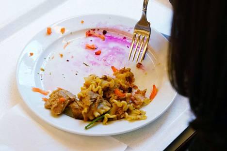 Kesällä on lounasta tarjolla nuorille, kunhan ottaa omat astiat mukaan.