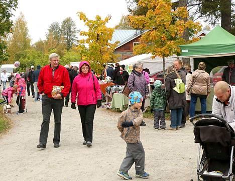Vanhan Keuruun syysmarkkinoilta lauantaina löytyi tuliaisia moneen makuun ja lahjaksi.