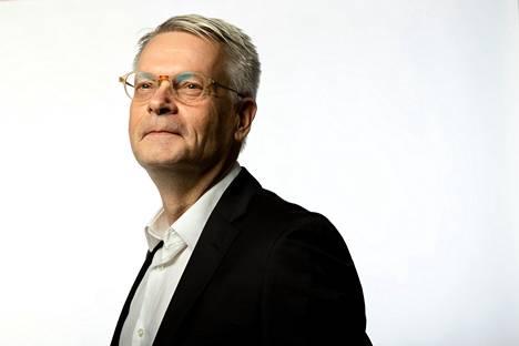 """""""Olen ollut hankalissa tilanteissa aiemminkin. Se ei ollut uusi asia"""", sanoo Nokian Renkaiden toimitusjohtaja Jukka Moisio. Hänet valittiin toimitusjohtajaksi toukokuussa 2020 hetkellä, jona leuto talvi oli vaihtunut kevääksi, koronavirus levinnyt maailmanlaajuiseksi pandemiaksi ja rengasvalmistajan myynti takkusi. Nyt näkymä on toinen."""
