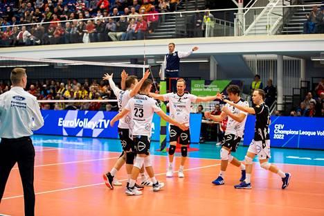 VaLePa voitti keskiviikkona kotikentällään hollantilaisen Draisma Dynamo Apeldoornin 3–1 ja eteni toiselle kierrokselle Mestarien liigan karsinnassa.