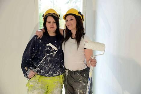 Riikka Mäki ja Krista-Mariia Suomela ovat valinneet Vaaon ja valmistuvat aikanaan ammattiin pintakäsittelytutkinnon suorittaneina. Vaaolla on meneillään omakotitalon rakentaminen Valkeakosken Yli-Nissin alueella.