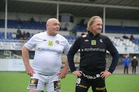 Atik Ismail ja Antti Ronkainen nauttivat Tehtiksen tunnelmasta.