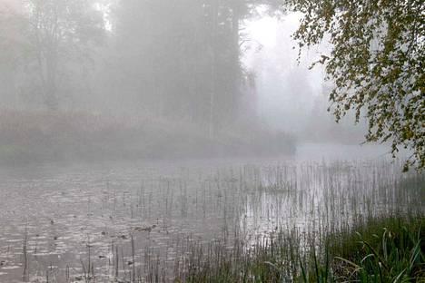 Lokakuussa päästiin nauttimaan kuulaista syyspäivistä. Kylmien öiden jälkeen sumua esiintyi runsaasti.