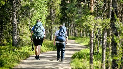 Retkeilijöitä Pallas-Yllästunturin kansallispuistossa Kolarissa 27. heinäkuuta 2021.
