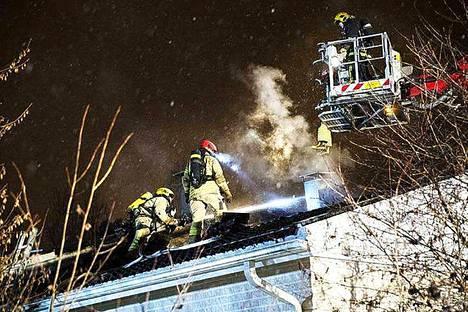 Yksi viime vuoden rakennuspaloista Nokialla tapahtui marraskuussa Keskisen alueella. Omakotitalo tuhoutui palossa asuinkelvottomaksi. Talon asukas ei vahingoittunut palossa.