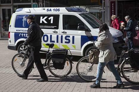 Porissa on toivottu virkapukuisten poliisien suurempaa näkyvyyttä kävelykadulle.