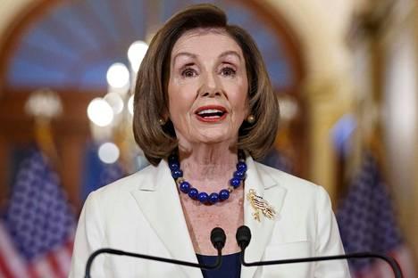 Edustajainhuoneen puheenjohtaja Nancy Pelosi sanoi, että kukaan ei ole lain yläpuolella.