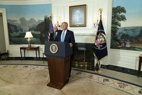 Presidentti Donald Trump puhui kansalle maanantaina kello 17 Suomen aikaa. Trump sanoi haluavansa tiukentaa aseiden saantia ja vaativansa mielenterveyspalveluiden uudistamista.