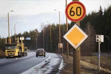 Arkistoon.   peltipoliisi nopeusvalvonta valvontakamera automaattikamera liikenne turvallisuus poliisi liikennevalvonta