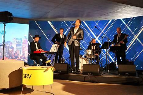 Waltteri Torikka esiintyi tilaisuudessa.