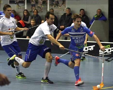 Henri Johansson teki KrP:n toisen maalin EräViikinkejä vastaan. Vieraat hakivat kuitenkin pisteet Raholasta selvin lukemin 2-11.