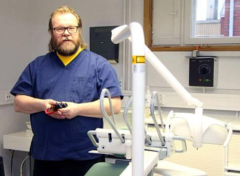 Dental Teamin Matti Sillanpää on hoitanut paikkakuntalaisten hampaita jo 25 vuotta.