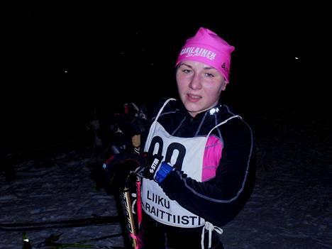 Kuoreveden Kärjen Johanna Heinäsen suksi kulki hyvin perjantaina. Hän kisaa myös lauantaina.