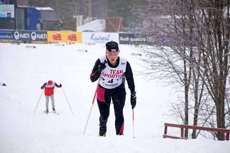 Johanna Heinänen urakoi kolme matkaa SM-kisoissa viikonvaihteessa. Lauantaina oli vuorossa naisten 10 kilometriä perinteisellä.