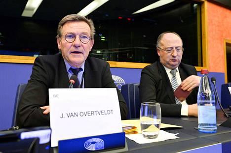 EU:n budjettivaliokunnan puheenjohtaja Johan van Overtveldt ja jäsen José Manuel Fernandes sanovat vaatimuksen 1,3 prosentin rahoituskehyksestä syntyneen siten, että jäsenmaiden toiveille unionin roolista on laskettu hintalappu.