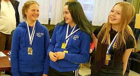 Alexandra, Neea ja Riina iloitsivat hyvästä menestyksestään.