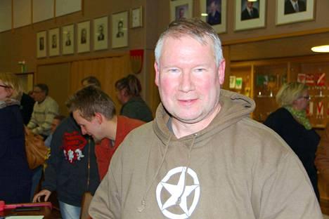Kokoomuksen Mika Pajasmaa on kaupunginjohtajan erottamista tai toisiin tehtäviin siirtämistä valmistelevan valiokunnan puheenjohtaja.