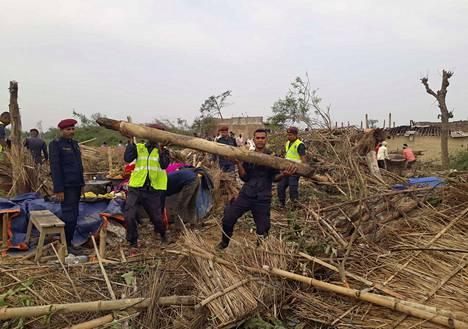 Nepalissa poliisi jatkoi etsintä- ja korjausoperaatioita Managadwan kylässä Baran alueella.