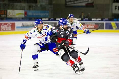 Viime kaudella EBEL-liigassa vääntänyt Alen Bibic (vas.) siirtyy Turkuun.