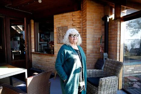 Kirjailija Leila Tuure asuu Porin Reposaaressa ja kuvaa uutuusromaanissaan muun muassa porilaista historiaa.