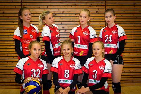 Tähden C-tytöt takana vasemmalta: Helmi Parviainen, Neea Tuurala, Emilia Marjakoski, Amanda Alasentie. Edessä vasemmalta: Aino Sistonen, Ada Aronen, Salla Jatkola.