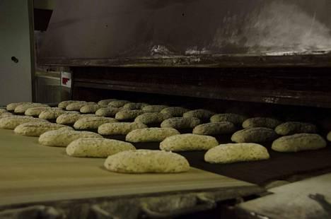 Taikinapalakonetta puhdistanut työntekijä loukkaantui leipomossa Honkajoella. Kuvituskuva. Kuva ei liity tapaukseen.