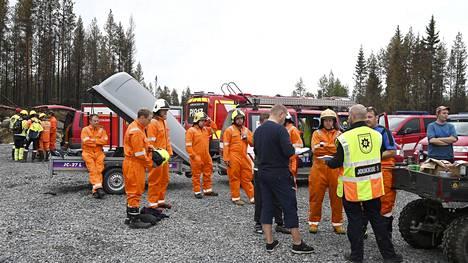 Kalajoen maastopalon sammutukseen on saavuttu pitkin Suomea jopa kesken omien lomien.