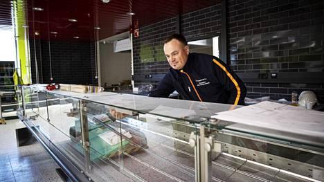 Jani Kangasniemi on elokuun alussa uuteen Kale-liikekeskukseen avattavan K-supermarketin kauppias. Myyntitilaa uudessa kaupassa on 1200 neliötä.