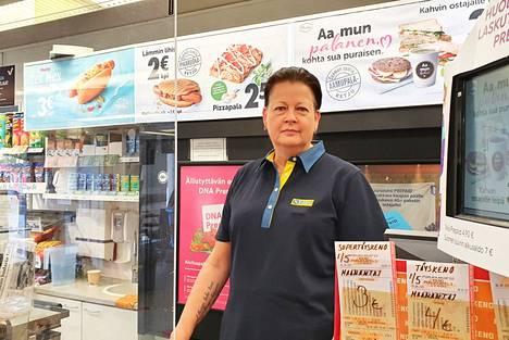 Keuruulainen Anne Pessinen työskenteli kaksi edellistä vuotta R-kioskin myyjänä Jämsässä ja Jyväskylässä, kunnes aloitti Keuruulla yrittäjänä 30. elokuuta.
