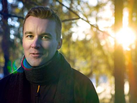 Tamperelainen Mikko Kamula kirjoittaa seuraavat kymmenen vuotta romaanisarjaa 1400-luvun suomalaisista, haltijoista, jättiläisistä, noidista ja tietäjistä