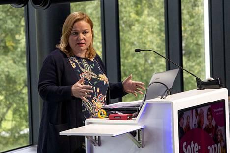 Perhe- ja peruspalveluministeri Krista Kiurun mukaan rajoitukset on jaettu neljään portaaseen alueen epidemiatilanteen mukaan