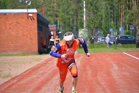 Joe Vartiamäkeä on nähty KaMan poikien superpesisjoukkueen lisäksi myös Ikaalisten Tarmon suomensarjajoukkueessa. Tarmo on yhden otteluvoiton päässä ykköspesispaikasta.
