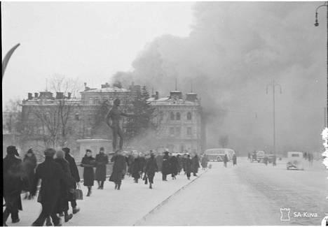 Tamperetta on pommitettu ja tämä kuva on aivan ilmeisesti Hämeensillalta.