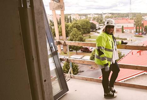 Markkinointipäällikkö Katariina Mäkelä toivottaa uutta, huoletonta kotia etsivät tervetulleeksi Rovastinlinnan esittelytilaisuuteen sunnuntaina 25. tai maanantaina 26. lokakuuta. Voit toki myös varata yksityisen esittelyajan.