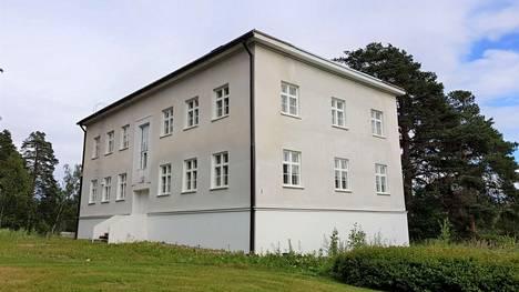 –Toivottavasti saadaan hyvä rakentaja ja rakennus arvoiseensa kuntoon, kaupunginhallituksen puheenjohtaja Mikko Franssila (kok) kommentoi Palmurinteen myytävää kiinteistöä.