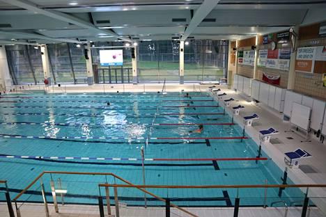 Pääsääntöisesti uimaan haluavien on suunnattava kuntarajojen yli Raisioon tai Turkuun, kirjoittaja toteaa.