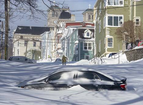 Kanadassa sijaitseva St. Johnsin kaupunki joutui valtavan lumimyrskyn silmään viikonloppuna.