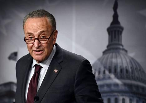 Yhdysvaltain senaatin demokraattien johtaja Chuck Schumer (kuvassa) ja senaatin republikaanien johtaja Mitch McConnell neuvottelivat sopimuksesta, joka määrittelisi vallanjakoa senaatissa.