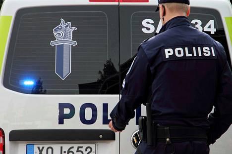 Viime viikonloppuna postihuijarit saivat noin 19 000 euron saaliin. Huijaukset on toteutettu lähettämällä tekstiviestillä vääriä saapumisilmoituksia. Helsingin poliisilaitos kertoo, että tekijät ovat ammattilaisia.