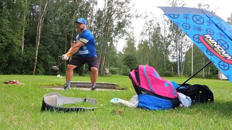Musiikki soimaan ja treenit voi alkaa. Siikaisten Sisun Aki Nurminen toi Mikkelin SM-kilpailuista kaksi hopeasijaa heittolajeista.
