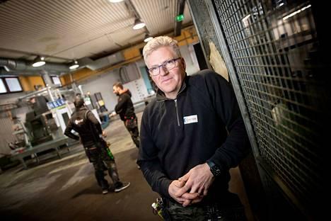 Heikki Laiho Oy:n tuotantotilat Noormarkussa ovat tulleet Purki Tarelle tutuksi jo kymmenen vuoden ajalta. Yhteistyö toimii: Tare Välimäki luottaa Hela-tuotemerkkiin omassa yrityksessään.