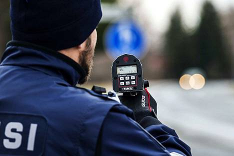 Poliisi jakoi hurjasti aiempaa vähemmän sakkoja liikennerikkomuksista Satakunnassa.