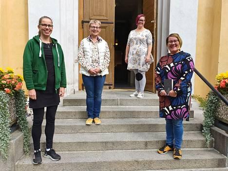 Kanttorit Maarit Kujanpää, Eija Virtanen, Kaisu Lehto ja Minna Viinikainen osallistuvat kaikki virsi-iltoihin, tosin kaikki eivät ole paikalla aina kerralla.
