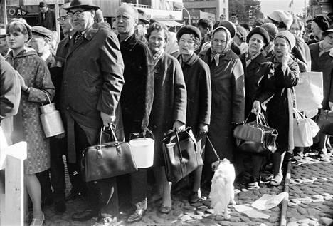 Porilaiset jonottivat ohrankryynivelliä Porin päivänä vuonna 1967.