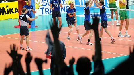 Hakametsän jäähalli on tarjonnut lentopalloareenana useita tunteikkaita otteluita. Upeimpana hetkenä kuvan Suomi–Brasilia 4.7.2009, kun Suomi voitti maailman ykkösen 3–2.